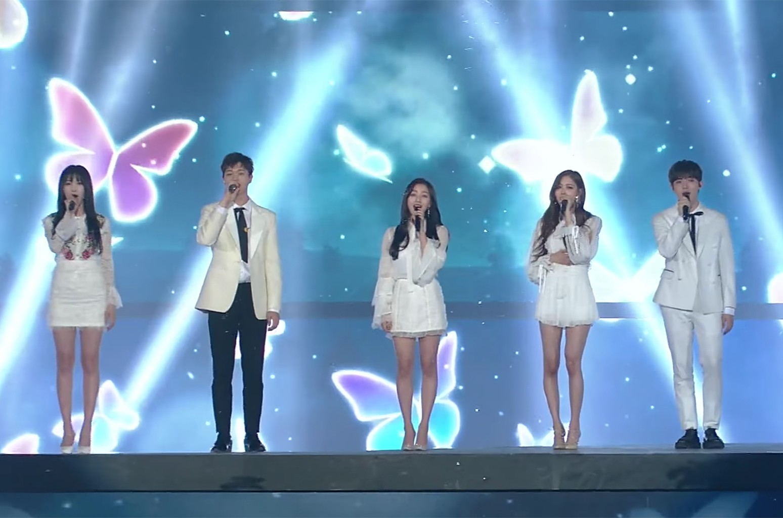 Performance of 'Butterfly' at the 2017 SBS' Gayodaejun in Korea.