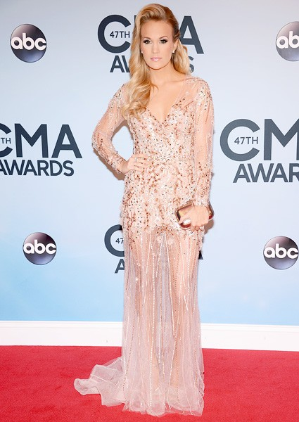 carrie-underwood-cma-awards-red-carpet-2013-600