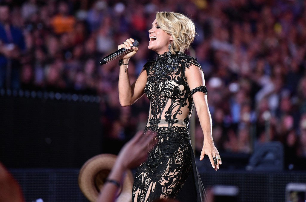Carrie Underwood performs during the 2016 CMT Music Awards