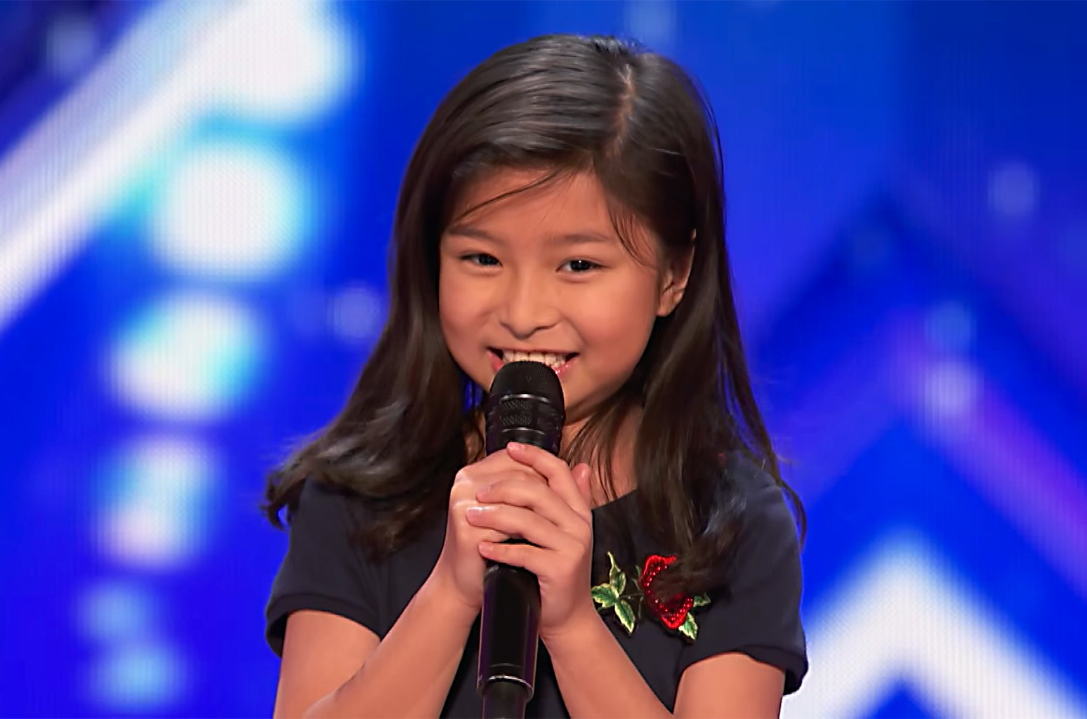 """9-Year-Old Celine Tam Stuns Crowd with """"My Heart Will Go On"""" on 'America's Got Talent' 2017"""