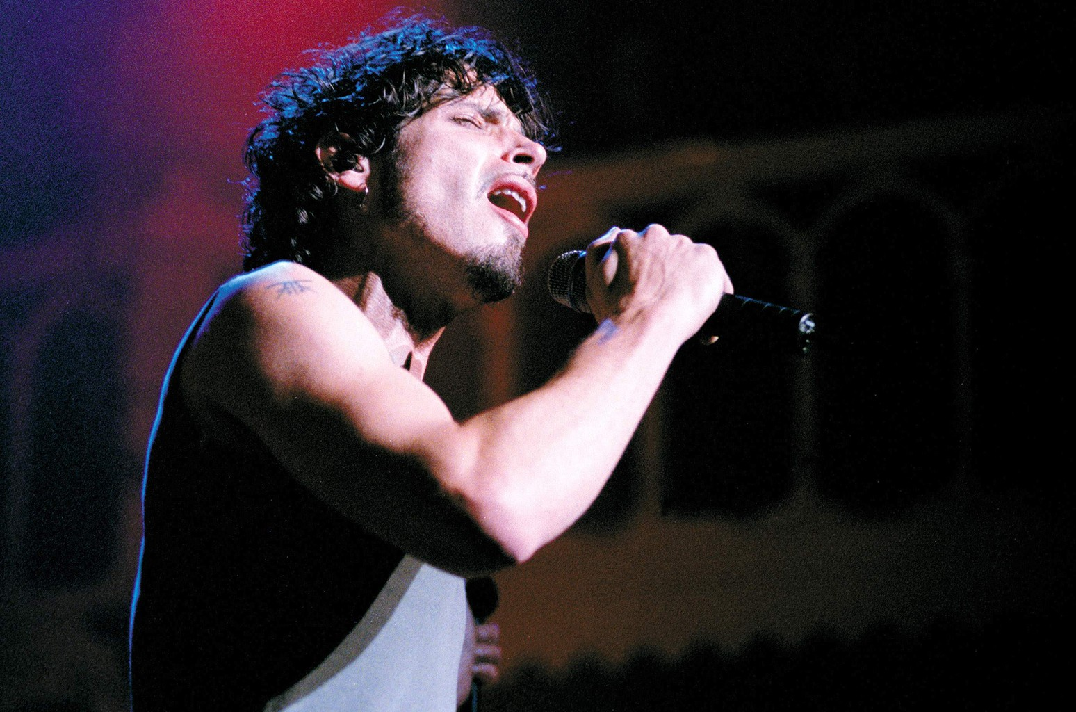 Chris Cornell performs in 1999