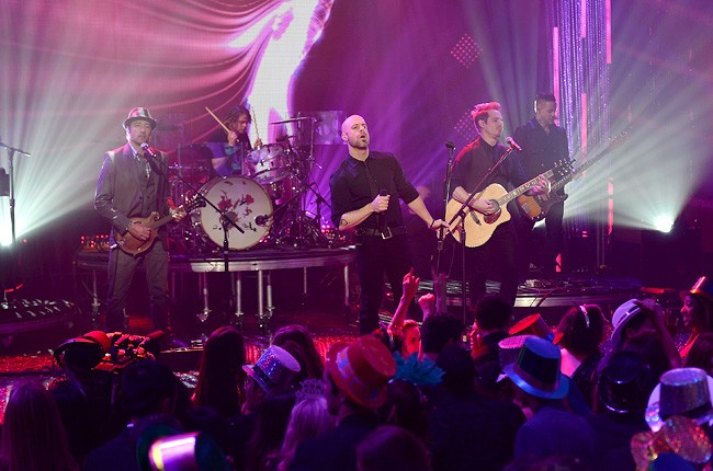 chris-daughtry-3-new-years-eve-2014-dick-clark-650-430
