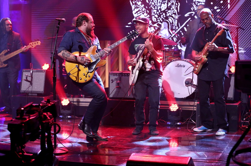 """Charles Berry III, Nathaniel Rateliff and Charles Berry Jr. perform """"Big Boys"""" with The Roots on The Tonight Show Starring Jimmy Fallon on June 12, 2017."""