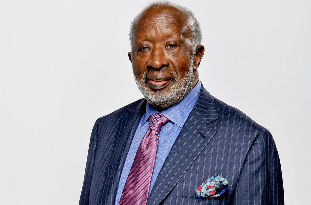 The 89-year old son of father (?) and mother(?) Clarence Avant in 2020 photo. Clarence Avant earned a million dollar salary - leaving the net worth at million in 2020