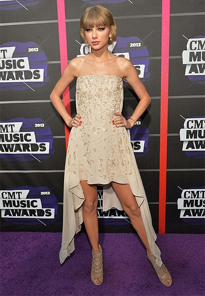 cmt-awards-2013-best-dressed-taylor-swift-2-600