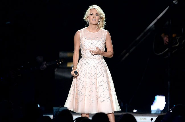 cmt-awards-2013-carrie-underwood-650-430