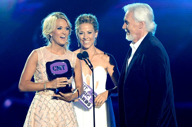 cmt-awards-2013-carrie-underwood-kenny-rogers-sheryl-crow-650-430