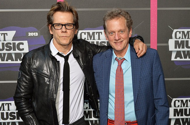 cmt-awards-2013-kevin-bacon-650-430