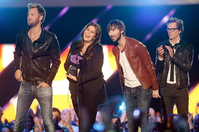 cmt-awards-2013-show-lady-antebellum-650-430