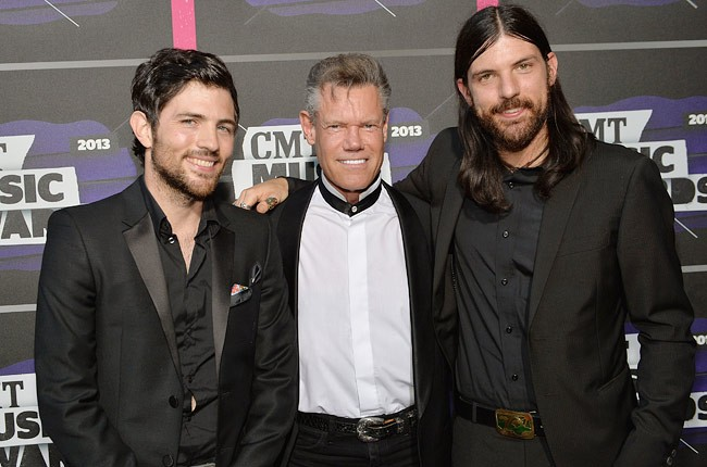 cmt-awards-2013-show-scott-avett-randy-travis-seth-avett-650-430