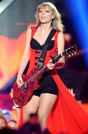 cmt-awards-2013-show-taylor-swift-430