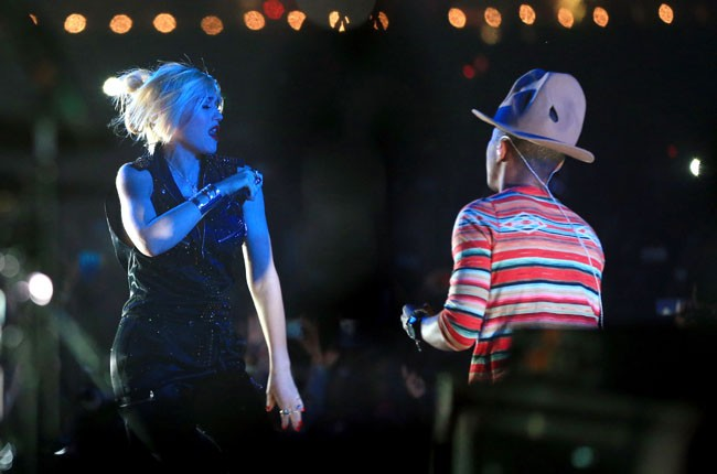 Gwen Stefani performs with Pharrell at Coachella 2014