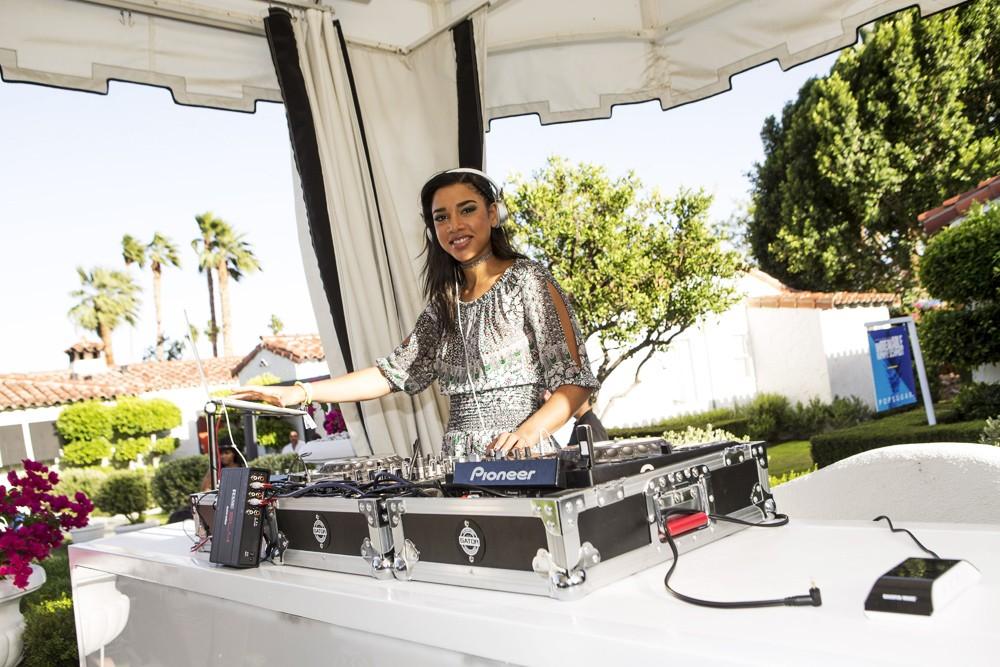 coachella-2016-Hannah-Bronfman-party
