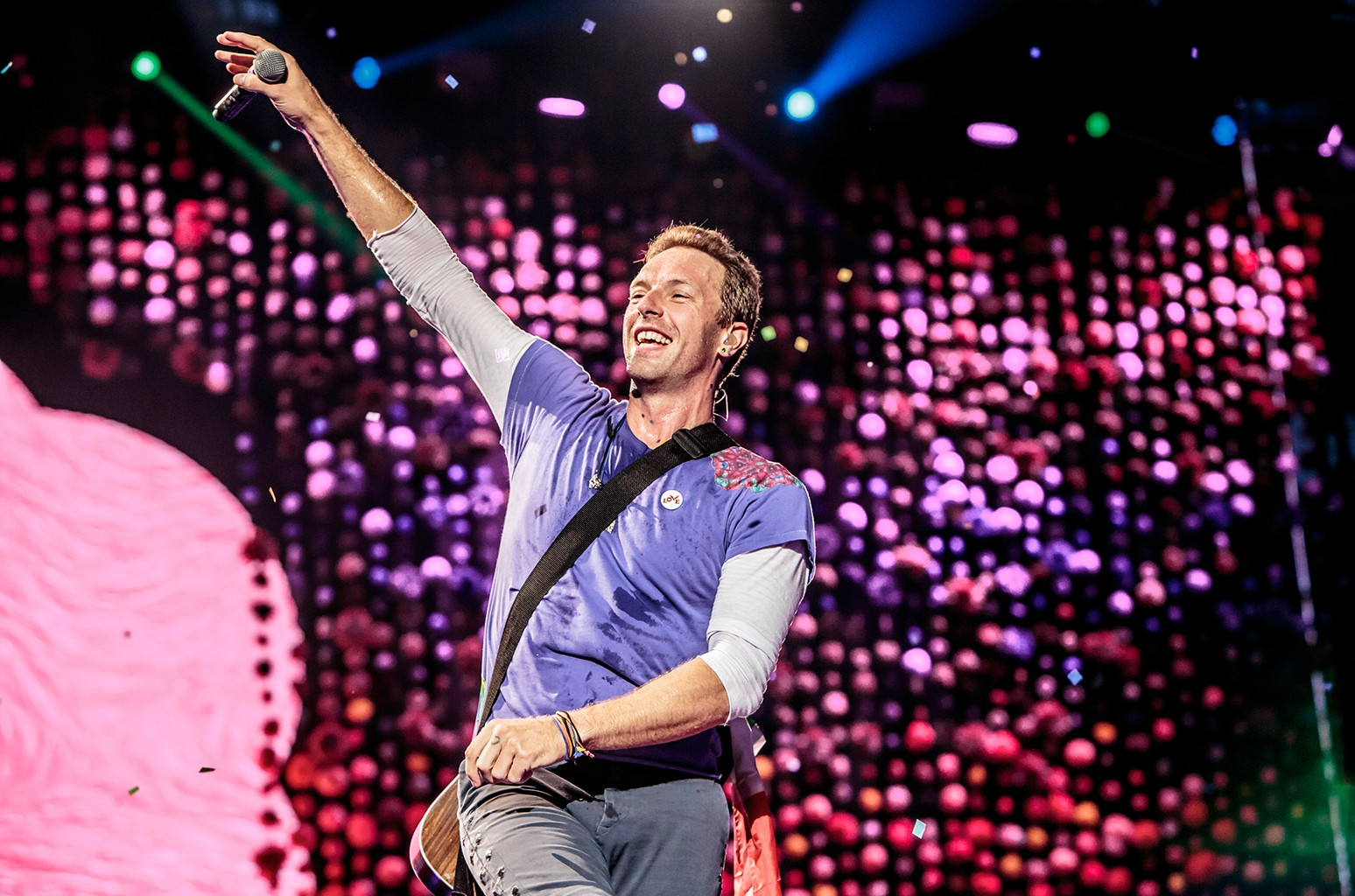 Chris Martin of Coldplay performs on July 3, 2017 in Milan, Italy.