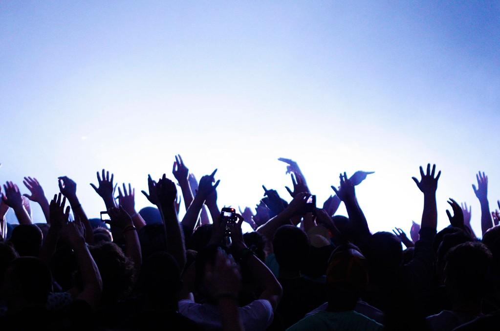 concert-crowd-music-atmosphere-2019-uu-billboard-1548