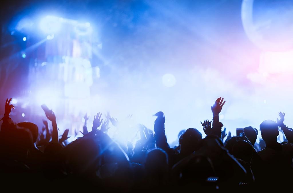 crowd-concert-crea-billboard-1548