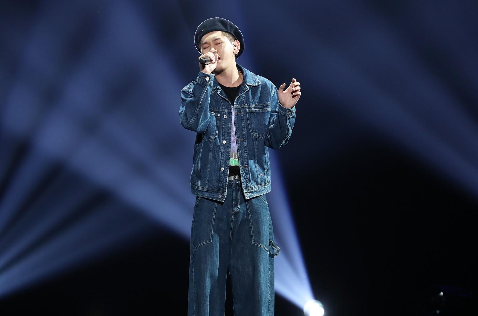 Crush performs at KCON 2016