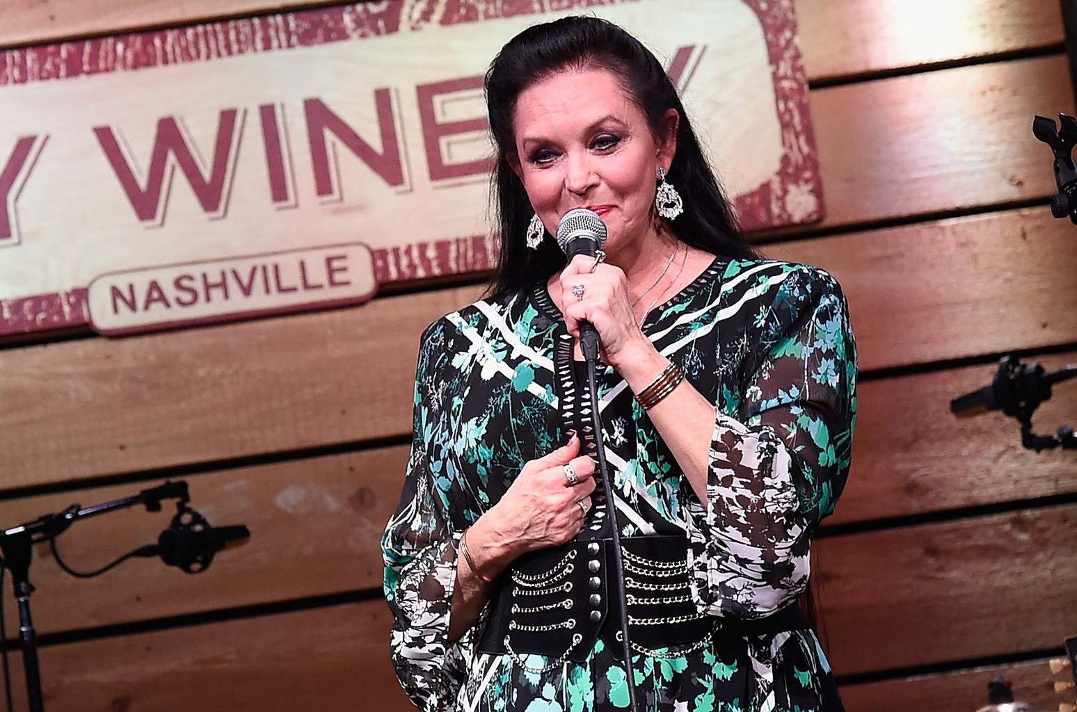 Crystal Gayle performs during A Celebration of Life in Honor of Jeff Walker at City Winery Nashville on September 10, 2015 in Nashville, Tennessee.  (Photo by Rick Diamond/Getty Images)
