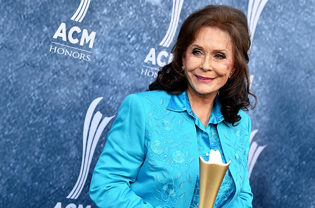 Crystal Milestone Award recipient Loretta Lynn 2015 ACM Honors