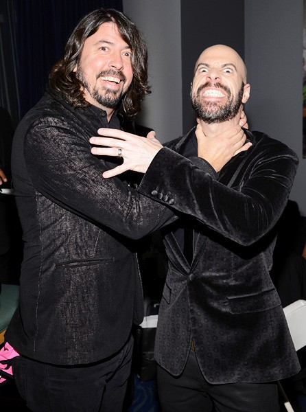 dave-grohl-chris-daughtry-amas-2013-backstage-600