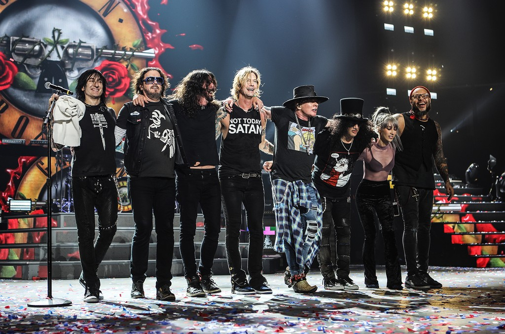 Guns N' Roses & Foo Fighters' Dave Grohl, 2017
