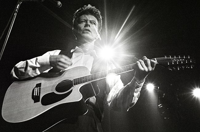 david-bowie-performing-1990