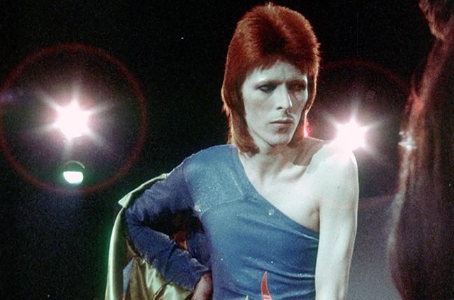 david-bowie-ziggy-stardust-1973-performing-