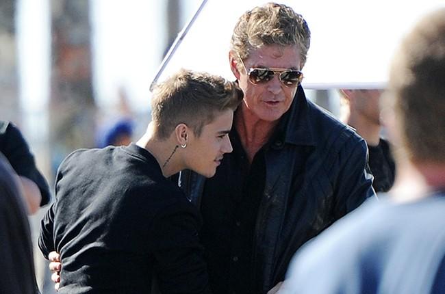 David Hasselhoff gives Justin Bieber a big bear hug