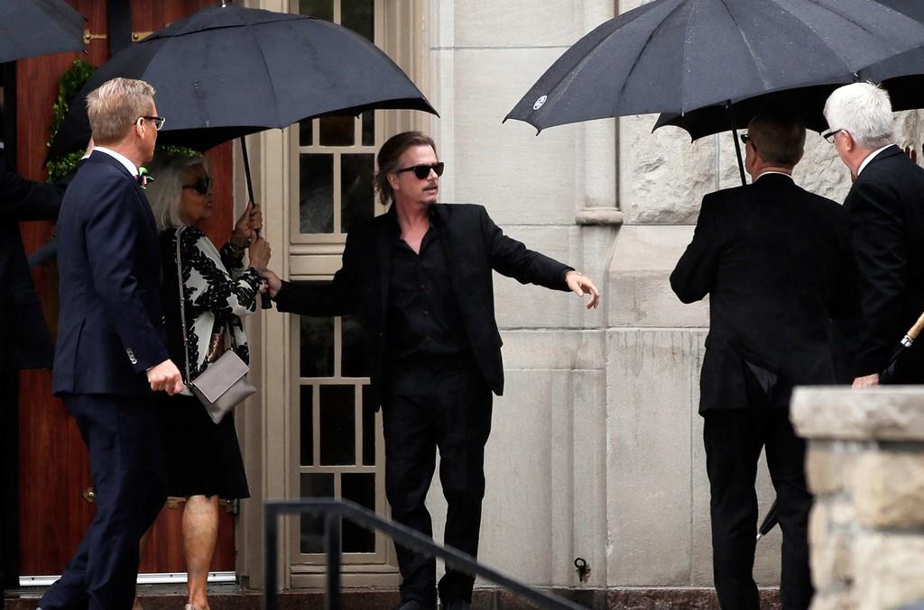 Hundreds Attend Funeral For Fashion Designer Kate Spade Billboard