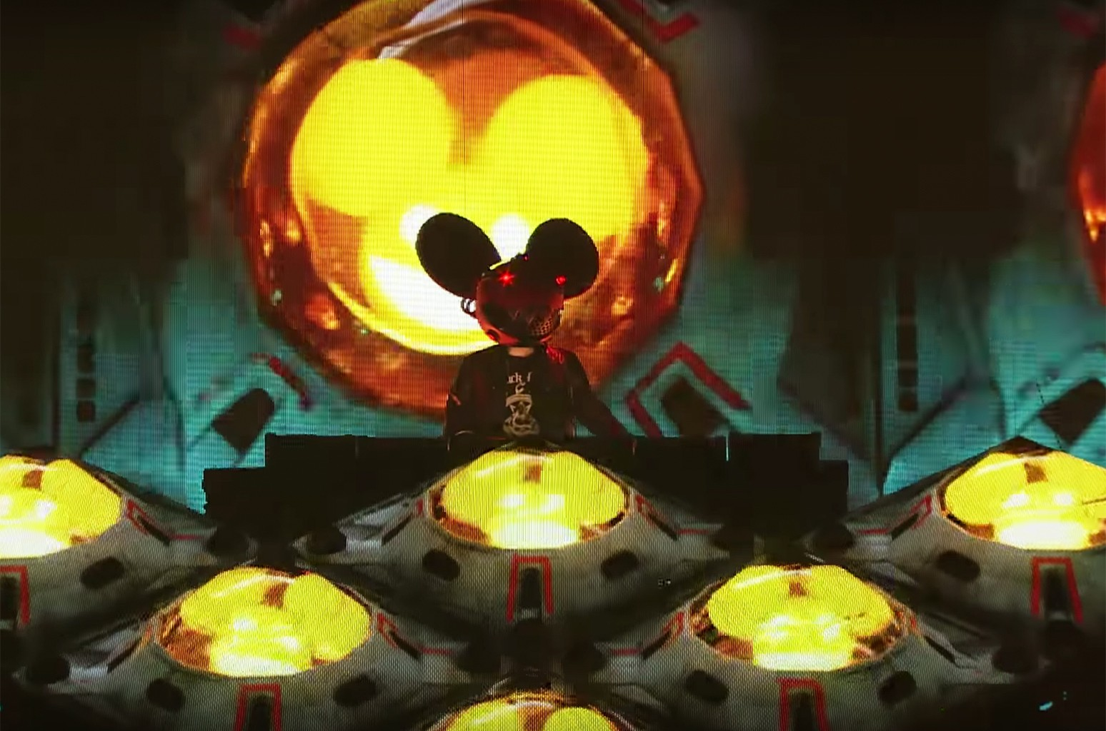 A behind the scenes look at tour visuals and production for deadmau5's upcoming Cube 2.1 tour.