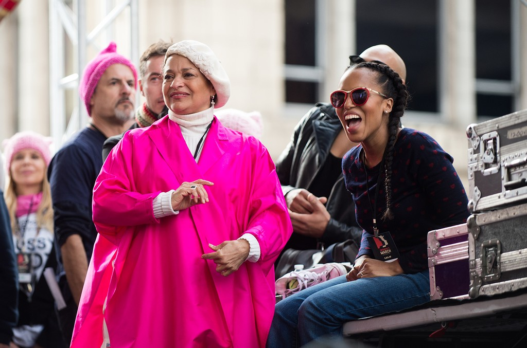 Debbie Allen (L) and Kerry Washington attend the women's march in Los Angeles on January 21, 2017 in Los Angeles, California.  (Photo by Emma McIntyre/Getty Images)