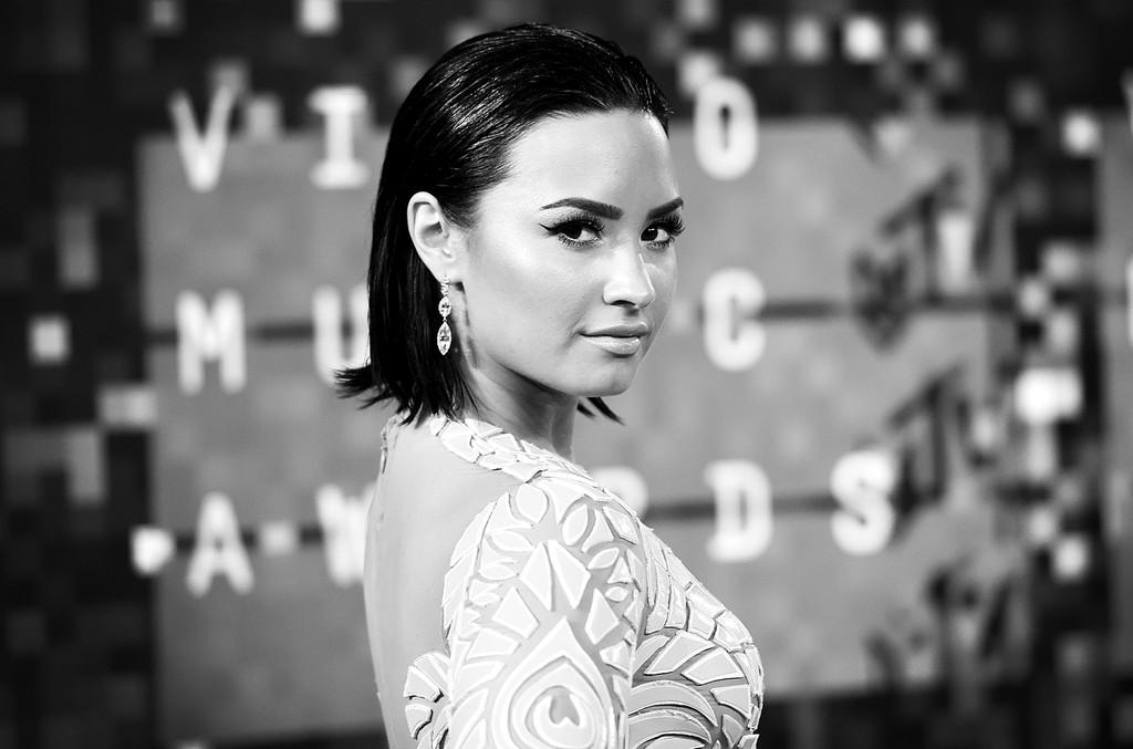 Demi Lovato attends the 2015 MTV Video Music Awards