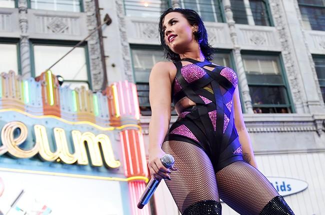 """Demi Lovato VMAs """"Cool for the Summer"""""""