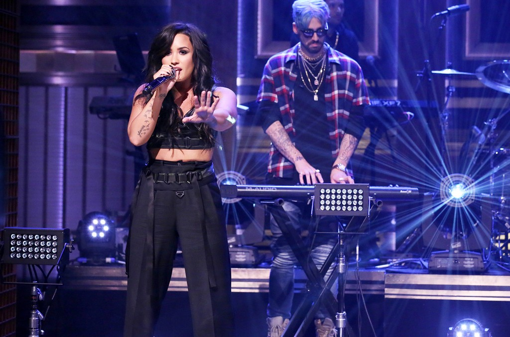 """Demi Lovato performs """"No Promises"""" with Cheat Code on The Tonight Show Starring Jimmy Fallon on May 22, 2017."""