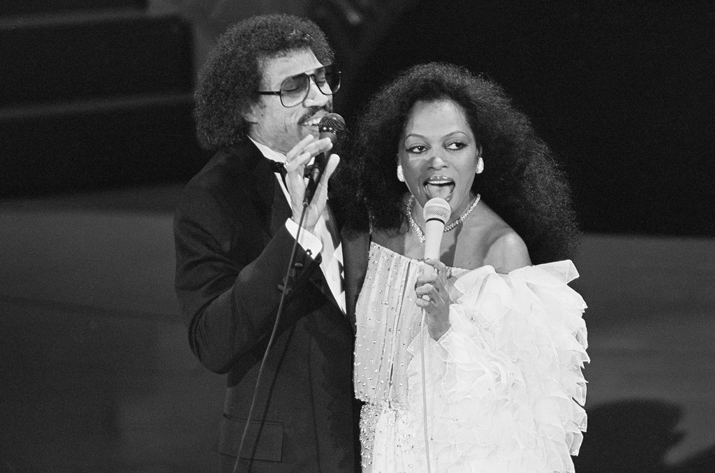"Lionel Richie and Diana Ross perform ""Endless Love"" at the 54th Annual Academy Awards."