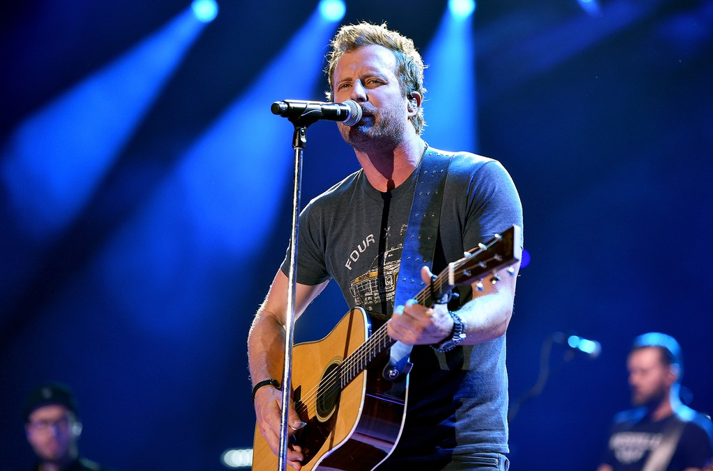 Dierks Bentley performs in 2016