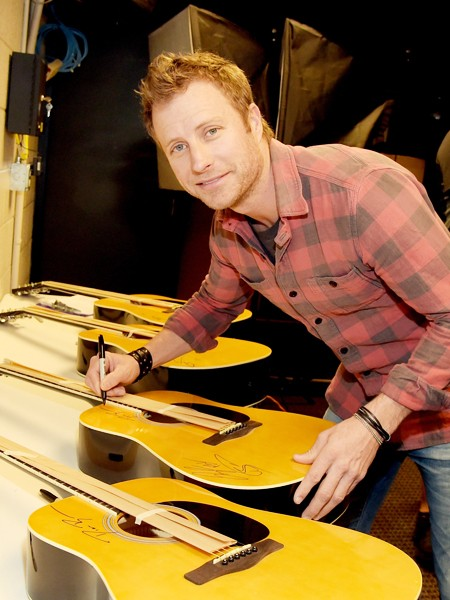 dierks-bentley-super-bowl-weekend-2015-billboard-450
