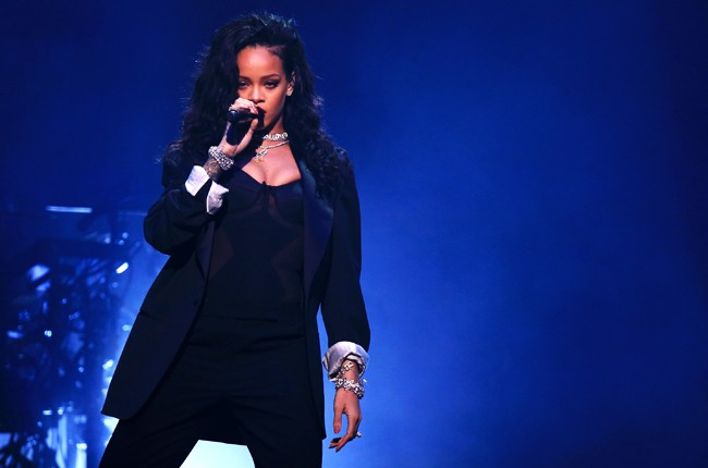 directv-rihanna-super-bowl-2015-billboard-650