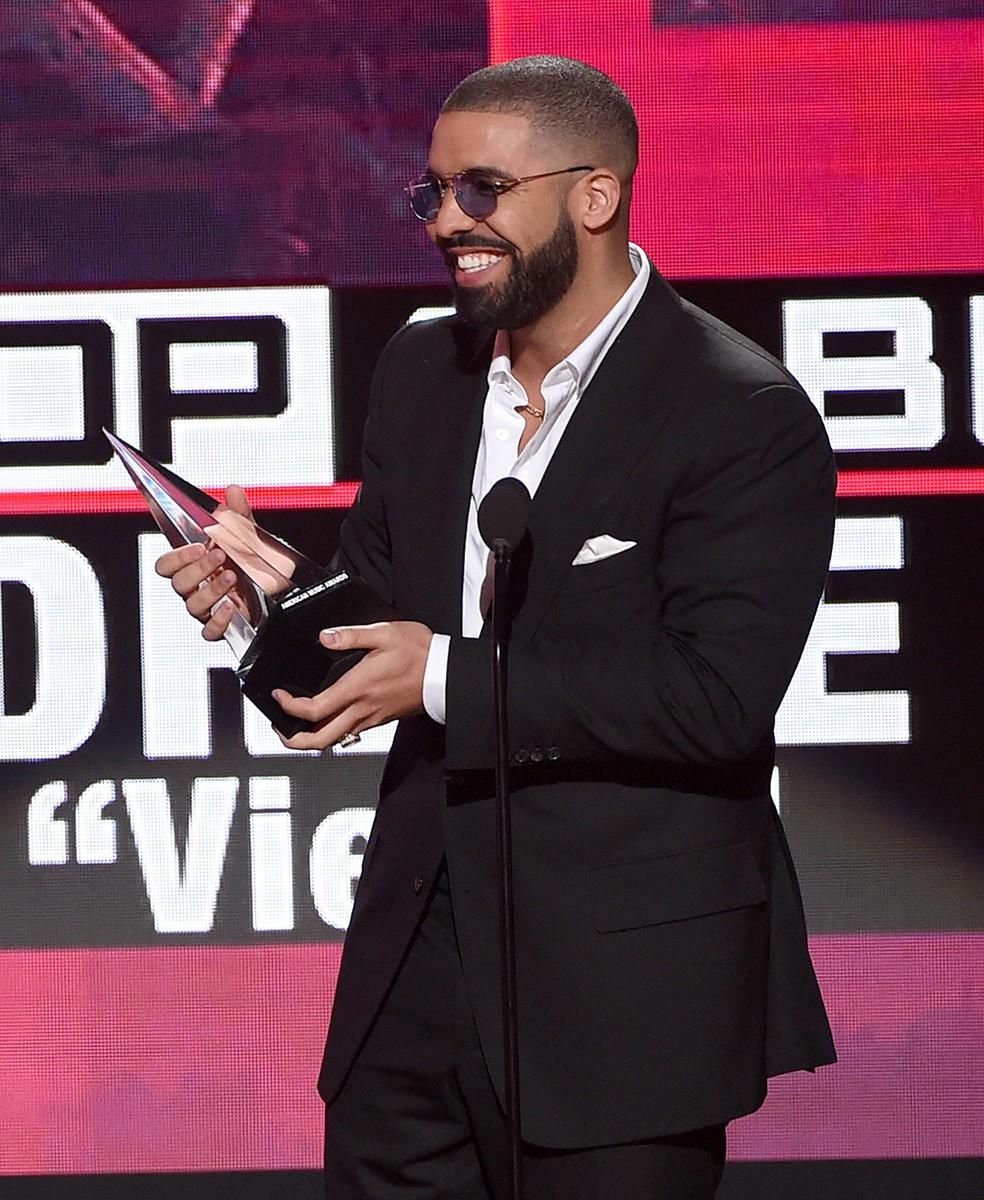Drake at the 2016 American Music Awards