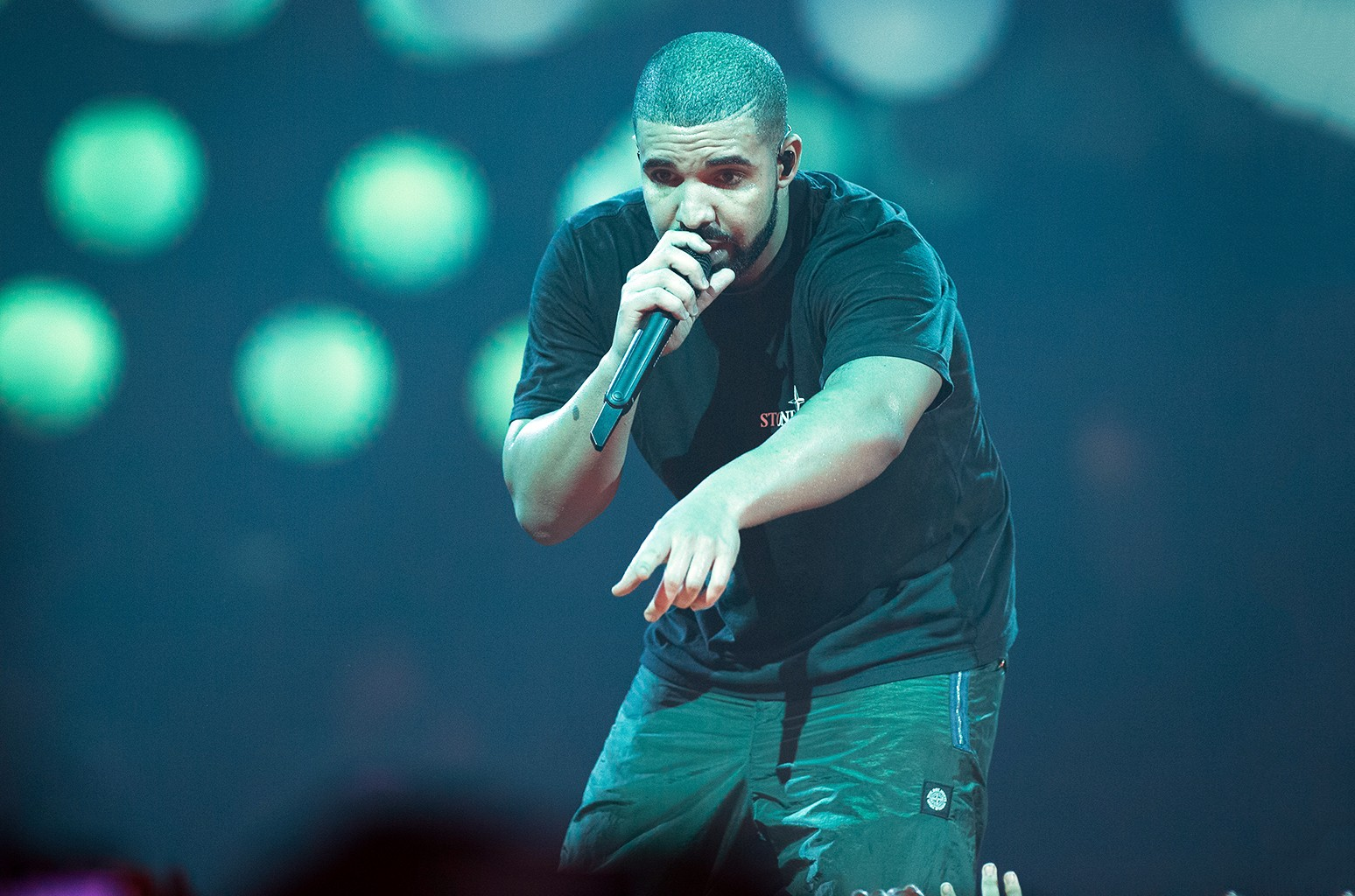 Drake performs at AccorHotels Arena on March 12, 2017 in Paris.