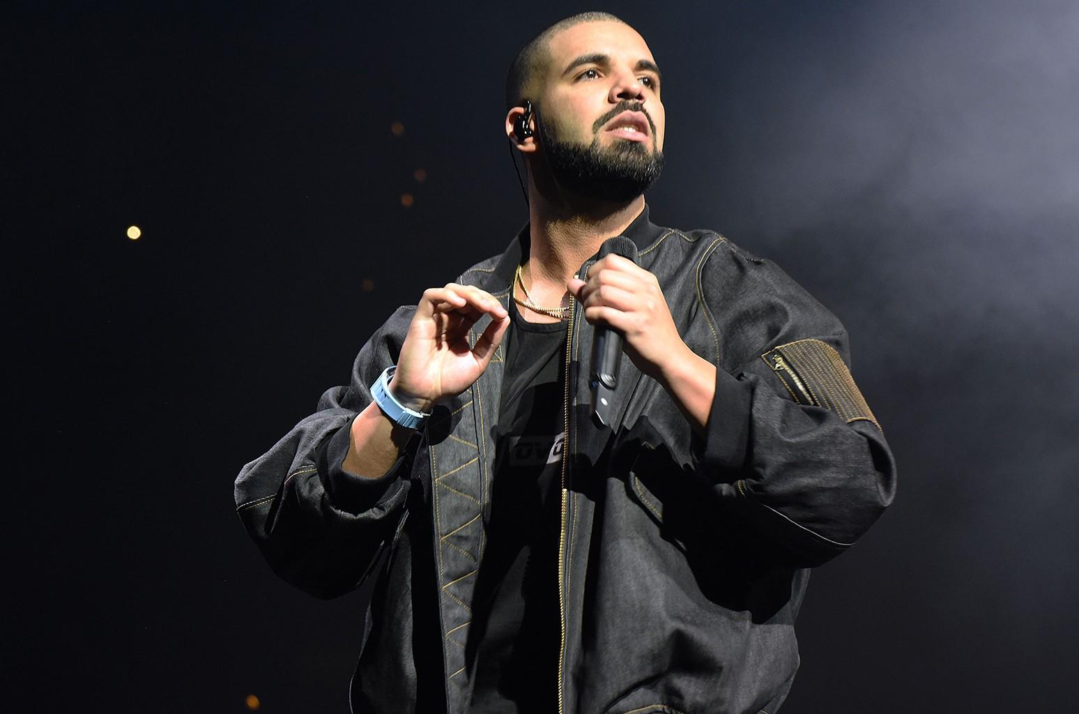 Drake performs in 2016