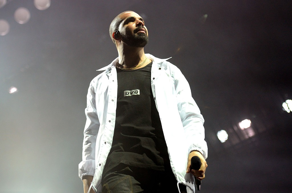 Drake performs in 2016