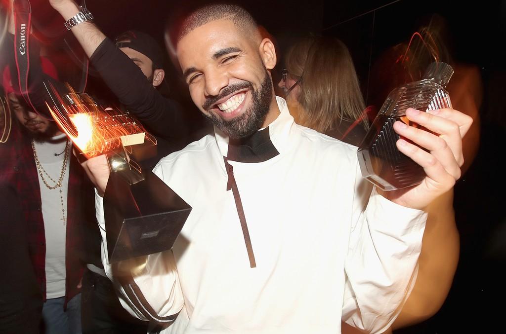 Drake S God S Plan Breaks Spotify Apple Music Single Day