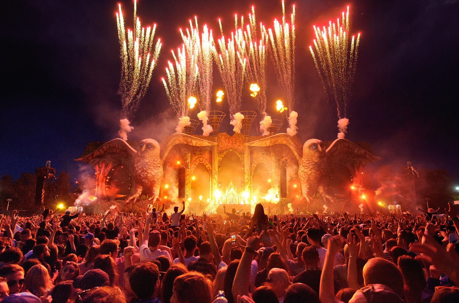 General view of the EDC UK kineticFIELD main stage at Milton Keynes Bowl on July 11, 2015 in Milton Keynes, England.