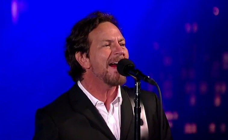 "Eddie Vedder plays ""The Late Show"""