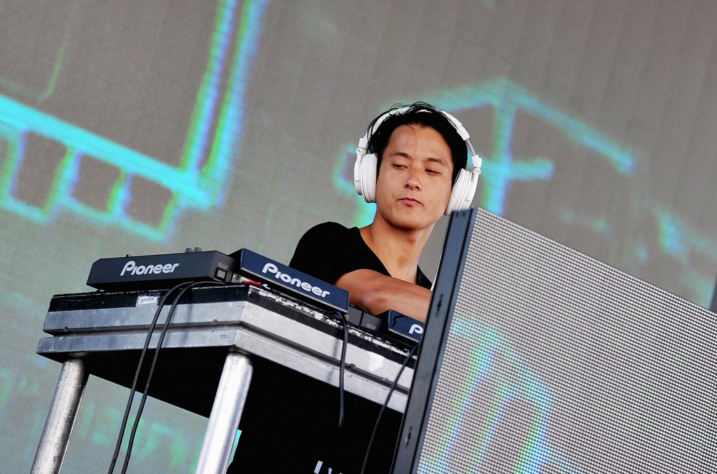 Elephante performs at the  2016 Billboard Hot 100 Festival