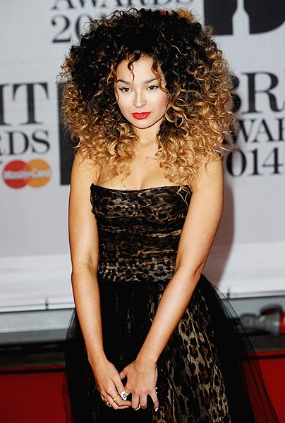 ella-eyre-brit-awards-red-carpet-2014-600