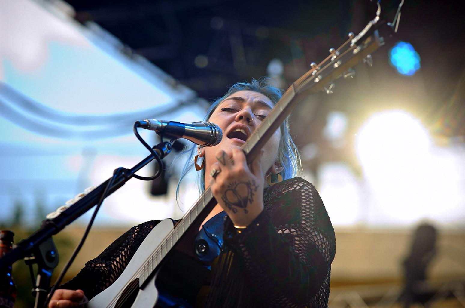Elle King performs at the 2016 Bunbury festival
