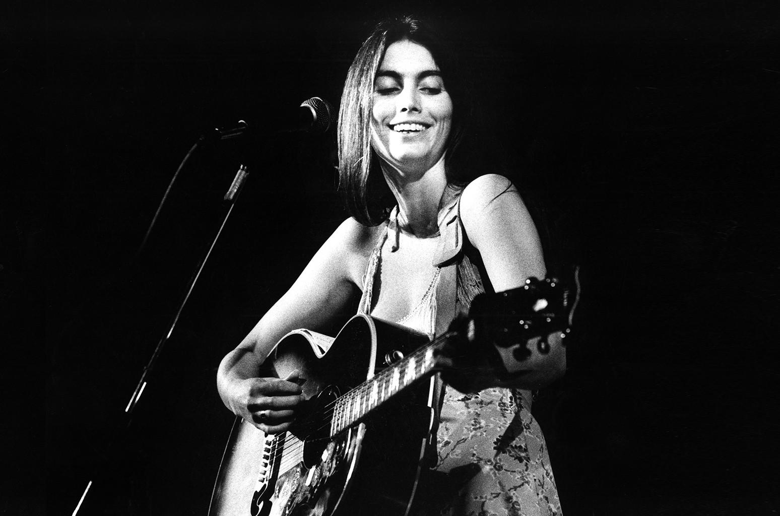 Emmylou Harris performs live in Nijmegen, Netherlands in 1976 (Photo by Gijsbert Hanekroot/Redferns)