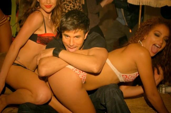 """Enrique Iglesias in """"I'm a Freak"""""""